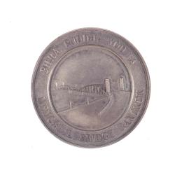 เหรียญที่ระลึกในการสร้างสะพานพระพุทธยอดฟ้าของบริษัท ดอร์แมน ลอง (ด้านหน้า)