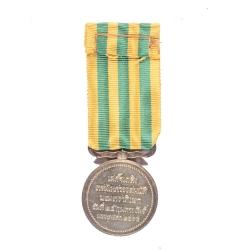 เหรียญที่ระลึกพระราชพิธีบรมราชาภิเษกรัชกาลที่ 7 (ด้านหลัง)